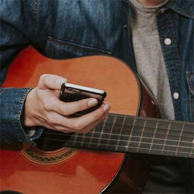 7 Aplicaciones para Aprender a Tocar la Guitarra