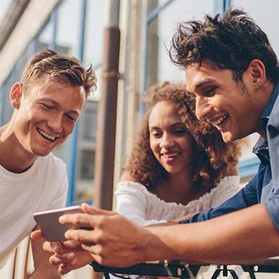descargar aplicaciones de redes sociales en tu teléfono móvil